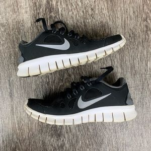 Youth Nike free 5.0 size 4.5